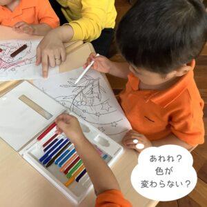 whiteの色鉛筆で塗ってみたけど…あれ?色が付かないぞ??