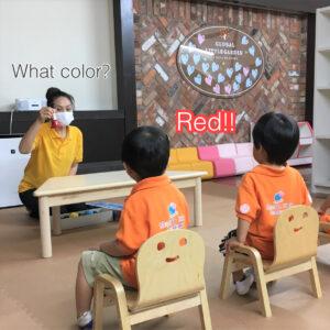 What color is this?の質問に元気な声でRed!と答えることができます